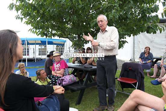 Home Education Festival 2014. Richard Robinson, evolutionary psychologist and well known author talking to a workshop of HESFES participants. UK
