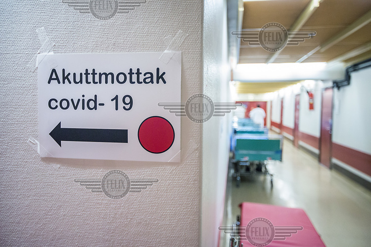 A temorary sign showing the way to the Emergency Room at Drammen hospital during the Covid-19 , coronaviraus, pandemic.<br /> <br /> <br /> <br /> <br /> ©Fredrik Naumann/Felix Features
