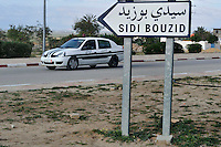 Entrance of the Sidi Bouzid city. The tunisian police come back..L'ent?e de la ville de Sidi Bouzid. La police tunisenne est revenue. .©Benoit Schaeffer