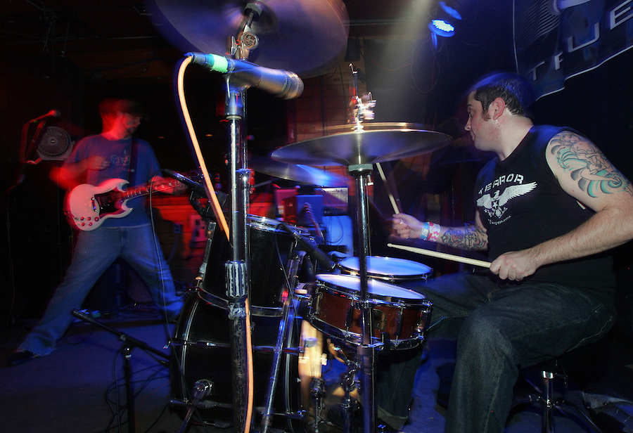 Whitebird plays the Outback Lodge 11-02-06. Photo/andrew Shurtleff band music
