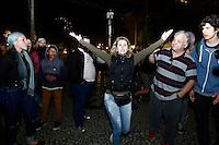 CURITIBA, PR, 04.11.2016 – EDUCAÇÃO-PR – Integrantes do Movimento Brasil Livre (MBL) e estudantes entram em conflito durante o protesto pela ocupação do prédio histórico da Universidade Federal do Paraná (UFPR) em frente ao prédio da UFPR, na noite desta sexta-feira (04) no centro de Curitiba (PR). (Foto: Paulo Lisboa/Brazil Photo Press)