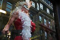 Amérique/Amérique du Nord/Canada/Québec/Montréal: Vitrine d'une boutique dee costumes , rue Saint-François-Xavier dans le  Vieux-Montréal.