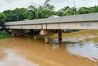 PIRACICABA, SP, 24.11.2015 - ABASTECIMENTO-SP - A vazão do Rio Piracicaba atingiu 119 mil litros de água por segundo após as chuvas que atingiram a cidade. O volume do manancial é 367% maior do que a média registrada no mês de novembro do ano passado, quando a marca era de 25,49 mil litros de água por segundo no trecho próximo à Ponte Pênsil. (Foto: Mauricio Bento / Brazil Photo Press)