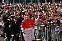 Milano:  nuovo arcivescovo di Milano Angelo Scola accolto dalla gente in piazza Duomo