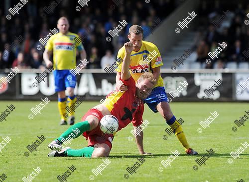 2013-04-28 / Voetbal / seizoen 2012-2013 / Westerlo-Oostende / Laurent Depotre (Oostende) wordt belaagd door Jeffrey Rentmeister..Foto: Mpics.be