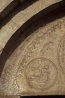 Europe/France/Midi-Pyrénées/65/Hautes-Pyrénées/Aucun: L'église - Détail du portail roman à chrisme