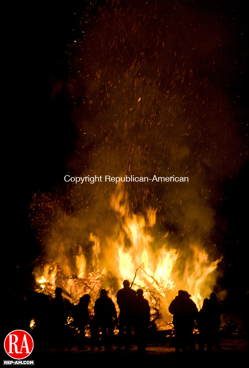 WOODBURY, CT - 17 JANUARY 2009 -011709JT02-<br /> Spectators gather around a giant bonfire on Quassuk Road in Woodbury during the Woodbury Volunteer Fire Department's annual Twelfth Night Christmas Tree Burn on Saturday.<br /> Josalee Thrift / Republican-American