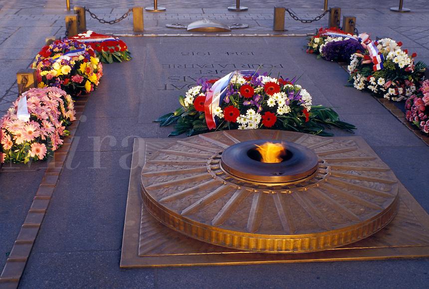 Paris, Ile de France, France, Europe, The eternal flame at the World War I War Memorial at the Arc de Triomphe in Paris.