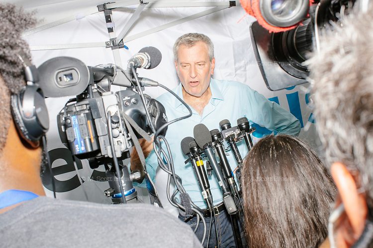 Democratic presidential candidate and NYC mayor Bill de Blasio speaks to the media at the Iowa State Fair in Des, Moines, Iowa, on Sun., Aug. 11, 2019.