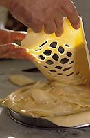 """Europe/France/Auvergne/15/Cantal/Aurillac: Christian Vabret - Boulanger au centre commercial de Marmiers - Prépare sa tarte à la truffade """"La montagne des Marmiers"""""""
