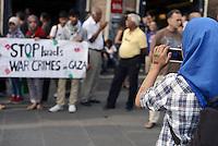 Roma 25 Luglio 2014<br /> Colosseo<br /> Presidio in solidarietà alla resistenza del popolo palestinese e contro l'offensiva militare israeliana nella Striscia di Gaza.<br /> La  protesta organizzata dalla comunità dellee dei giovani palestinesi, è in concomitanza in tutta Europa e Mondo.<br /> Free Palestine scritta sul braccio<br /> Rome July 26, 2014 <br /> Protest in solidarity with the resistance of the Palestinian people, and against the Israeli military offensive in the Gaza Strip.<br /> The protest was organized by the Palestinian youth, is at the same time throughout Europe and the World .