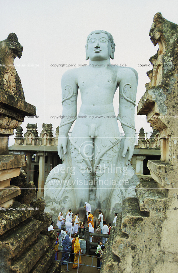 "Asien Indien IND Karnataka .Jain Gläubige beim Gebet am Jainheiligtum Bahubali 17 Meter hohe Statue aus Granit des Jain Furtbereiter Bahubali oder Gommata oder Gomateshvara in Shravana Belagola , Jains praktizieren als oberstes Gebot Gewaltverzicht ahimsa und sind strikte Vegetarier und lehnen das Kastensystem ab - Religion Jainismus als Reformbewegung aus Hinduismus hervorgegangen Jain Jains Jaina Jainas Monolith Plastik Skulptur Gott Götter Glauben Glaube heilig exotisch vegetarisch Fuß Füße Stein Steine Gebet Verehrung beten verehren Puja Pilger Pilgerreise pilgern Symbol symbolisch Titel Buchtitel cover Buchcover Sex Penis nackt Nacktheit xagndaz | .Asia India Sravana Belagola Karnataka .Jain pilgrims at Jain statue Bahubali - Religion jainism god worship holy place travel trip tour pilgrimage pilgrim jain practise nonviolence sculpture feet foot stone .| [ copyright (c) Joerg Boethling / agenda , Veroeffentlichung nur gegen Honorar und Belegexemplar an / publication only with royalties and copy to:  agenda PG   Rothestr. 66   Germany D-22765 Hamburg   ph. ++49 40 391 907 14   e-mail: boethling@agenda-fototext.de   www.agenda-fototext.de   Bank: Hamburger Sparkasse  BLZ 200 505 50  Kto. 1281 120 178   IBAN: DE96 2005 0550 1281 1201 78   BIC: ""HASPDEHH"" ,  WEITERE MOTIVE ZU DIESEM THEMA SIND VORHANDEN!! MORE PICTURES ON THIS SUBJECT AVAILABLE!! INDIA PHOTO ARCHIVE: http://www.visualindia.net ] [#0,26,121#]"