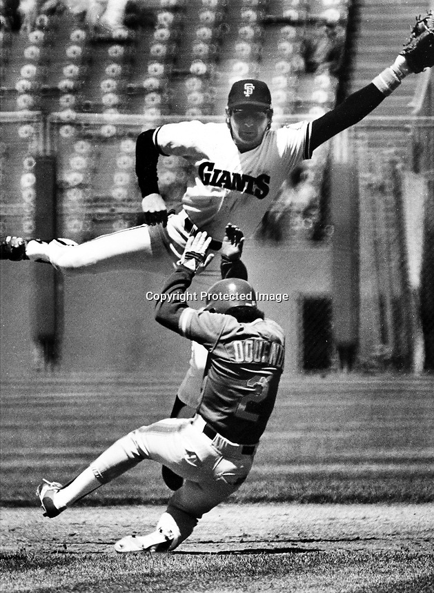 Giants second baseman Duane Kuiper jumps for throw as Jose Oquendo steals.(1984 photo by Ron Riesterer)