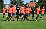 2018-07-15 / Voetbal / Seizoen 2018-2019 / Eerste training Dessel Sport / De spelers lopen warm voor de eerste training<br /> <br /> ,Foto: Mpics