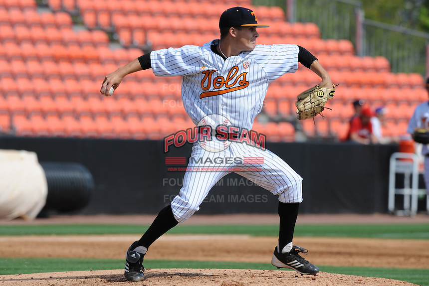 Tennessee Volunteers starting pitcher Robbie Kidd #33 makes a pickoff attemp at second during a game against the Florida Gators at Lindsey Nelson Stadium, Knoxville, Tennessee April 14, 2012. The Volunteers won the game 5-4  (Tony Farlow/Four Seam Images)..
