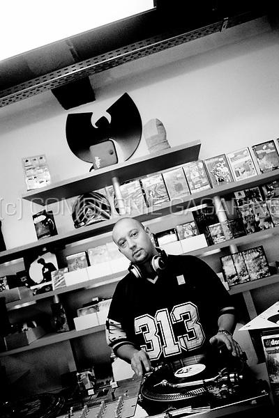 Starflam member Seg in his favourite recordshop in Brussels (Belgium, 30/09/2004)