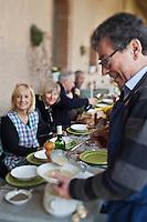 Europe/France/Midi-Pyrénées/82/Tarn-et-Garonne/Saint-Étienne-de-Tulmont: A table avec Christian Constant  chez son amie: Françoise Fel [Non destiné à un usage publicitaire - Not intended for an advertising use]