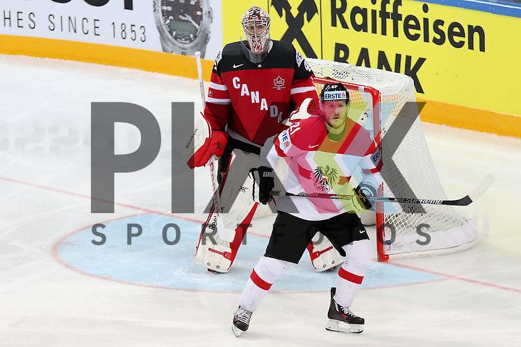 Oestereichs Geier, Manuel (Nr.21) st&ouml;rt Canadas Smith, Mike (Nr.41)  im Spiel IIHF WC15 Kanada vs. Oestereich.<br /> <br /> Foto &copy; P-I-X.org *** Foto ist honorarpflichtig! *** Auf Anfrage in hoeherer Qualitaet/Aufloesung. Belegexemplar erbeten. Veroeffentlichung ausschliesslich fuer journalistisch-publizistische Zwecke. For editorial use only.