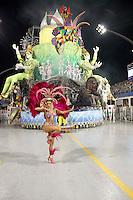 SÃO PAULO, SP, 04 DE MARÇO DE 2011 - CARNAVAL 2011 / UNIDOS DO PERUCHE - Desfile da escola de samba Unidos do Peruche durante desfile do Grupo Especial na noite desta sexta-feira (4), no Sambódromo do Anhembi região norte da capital paulista. (FOTO: VANESSA CARVALHO / NEWS FREE).
