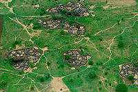 UGANDA, Karamoja, Kotido, karamojong pastoral tribe, aerial view of homestead with huts and cattle ground, the wooden fencing is a protection from hostile tribes and cattle raiders  / Karamojong Ethnie, Luftaufnahme eines Karamojong Dorfes mit Schutzzaeunen aus Holzstoeckern vor feindlichen Angriffen