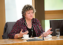 09/06/2010   Copyright  Pic : James Stewart.001_msp_presentation  .::  HELIX PROJECT ::  CATHIE PEATTIE MSP TAKES THE KIDS FROM THE GREEN TEAM THROUGH THE WORKINGS OF THE SCOTTISH PARLIAMENT   ::.