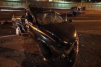 SÃO PAULO, SP 02/07/2012, ACIDENTE RADIAL LESTE.<br /> <br />  Duas pessoas ficaram feridas em um acidente na madrugada de hoje (2) na Rua Melo Freire, mais conhecida como Radial Leste.<br />  Houve interdição de quatro faixas da via na altura da Rua Serra do Japi.<br /> <br />  Luiz Guarnieri/ Brazil Photo Press.