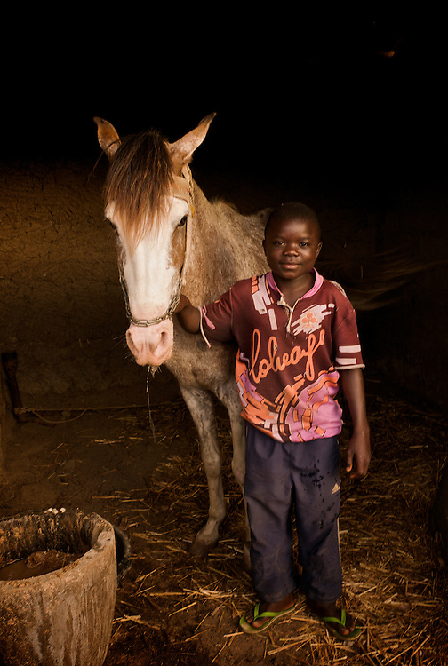 Rachid and his horse. Rachid Fouss&eacute;ni, youngest rider in Djougou, is 8 years old.<br />  <br /> Rachid et son cheval. Rachid Fouss&eacute;ni a 8 ans, il est le plus jeune cavalier de Djougou.