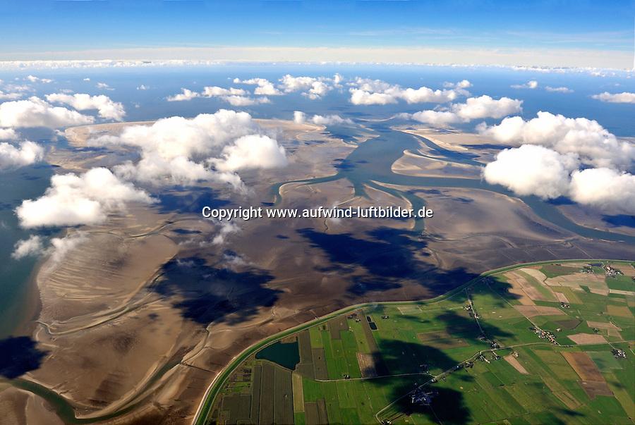 Rummelloch: EUROPA, DEUTSCHLAND, SCHLESWIG- HOLSTEIN,  (GERMANY), 30.09.2010: Das Rummelloch, auch Rummelloch West ist ein Priel zwischen den Halligen Hooge und Pellworm im nordfriesischen Wattenmeer. Er trennt Norderoog- und Suederoogsand und fuehrt oestlich von Norderoog Richtung Hooge. Der Priel ist bis zu fuenf Meter tief. Das zum Priel gehoerige Tidebecken ist eines der kleinsten des nordfriesischen Watts. Nach Westen begrenzen es die offene See und Sueder- und Norderoogsand, nach Osten hin die Insel Pellworm und die Wattscheidehoehen zum Heverstrom, zu Suederaue und zum Hoogeloch. Von seiner Flaeche von 84,5 km² nimmt der dauerhaft unter Wasser liegende sublitorale Prielbereich nur 17,5 km² ein, das dauerhaft im Tidebecken liegende Prielvolumen nimmt nur 27% des gesamten Volumens bei mittlerem Tidehochwasser ein. Stichworte: Rummelloch, Wattenmeer, Priel, Kueste, Schleswig, Holsten, Kuestenschutz, Natuerlich, Flut, Schutz, Meer, Nordsee, Nordfriesische Inseln, aerial, aerial view,  landscape, landschaft, landschaften, Luftaufnahme, Luftaufnahmen, Luftbild, luftbilder, meer, natur, nature, Norden, Nordfriesisches Wattenmeer, Nordfriesland, nordisch, nordsee, north, northern, northsea, reise, reisen, sea,  tourism, Tourismus, travel, ueberblick, Uebersicht, Wadden sea, waddensea, wasser, water, watt, Wattenmeer, Luftbild, Luftaufnahme, Luftansicht, Aufwind-Luftbilder,  Watt, Wattenmeer, Nordsee, priel, Ebbe, Flut, Nordfriesische Inseln, aerial, aerial view, Hallig, Hallig, Halligen, halligwelt, insel, island, landscape, landschaft, landschaften, Luftaufnahme, Luftaufnahmen, luftbild, luftbilder, meer, natur, nature, Norden, Nordfriesisches Wattenmeer, Nordfriesland, nordisch, nordsee, north, northern, northsea, reise, reisen, sea, tourism, Tourismus, travel, ueberblick, UNESCO Welterbe, Uebersicht, Wadden sea, waddensea, wasser, water, watt, Wattenmeer, Luftbild, Luftaufnahme, Luftansicht.