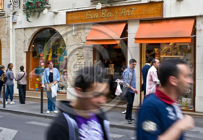 "PARIS - FRANCE - 08 MAY 2011 -- Paris travel city photos. -- PHOTO: Juha ROININEN / EUP-IMAGESPARIS - FRANCE - 08 MAY 2011 -- Paris travel city photos. -- Souvenir shop ""Eva Baz' Art"" on Rue Saint-Andre des Arts 53. -- PHOTO: Juha ROININEN / EUP-IMAGES"
