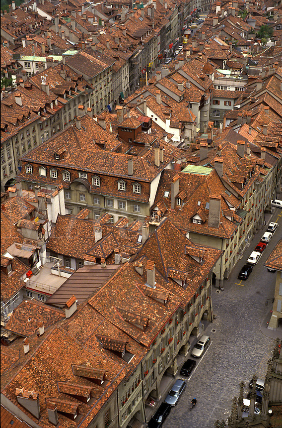AJ2151, rooftops, Bern, Switzerland, Europe, Scenic aerial view of the tile rooftops of the Old Town of the capital city of Bern and its narrow streets from the cathedral in the canton of Bern.