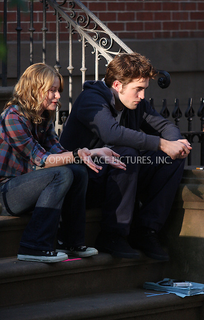 WWW.ACEPIXS.COM . . . . .  ....July 14 2009, New York City....Actors Emilie De Ravin and Robert Pattinson on the Brooklyn set of the new movie 'Remember Me' on July 14 2009 in New York City....Please byline: AJ Sokalner - ACEPIXS.COM..... *** ***..Ace Pictures, Inc:  ..tel: (212) 243 8787..e-mail: info@acepixs.com..web: http://www.acepixs.com