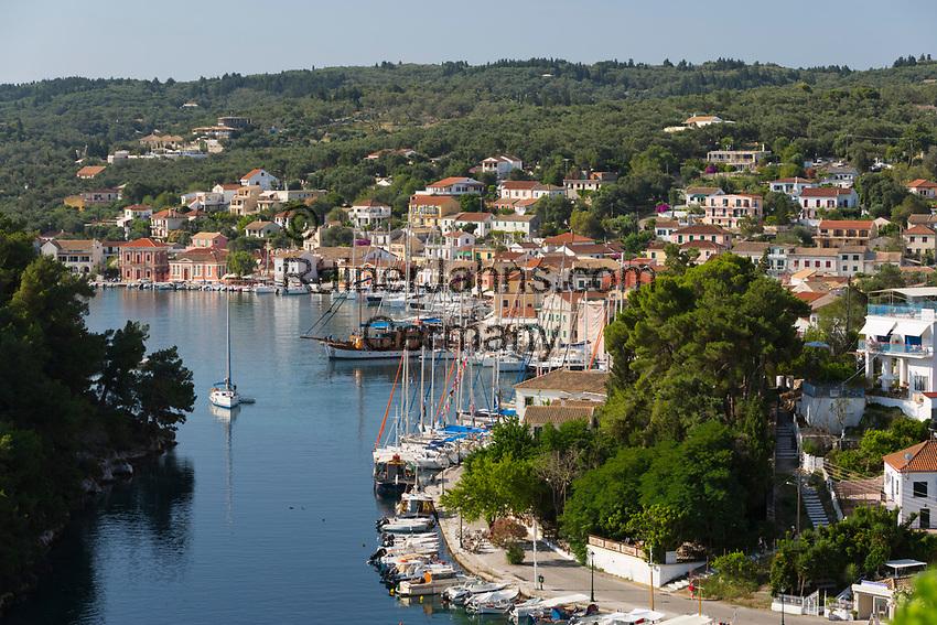 Greece, Ionian Islands, Paxos: Harbour of Gaios town   Griechenland, Ionische Inseln, Paxos, Gaios: Hafen