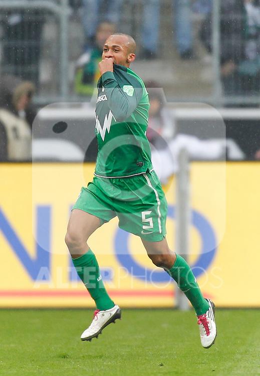 23.10.2010, Borussia Park, Mönchengladbach (Moenchengladbach), GER, 1.FBL, Borussia Mönchengladbach vs  Werder Bremen, im  Bild: Wesley (Werder Bremen BRA #5) freut sich  über das 0:2 für Werder, sein erstes BUndesliga Tor Foto © nph / Scholz