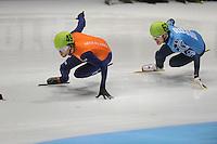 SHORTTRACK: DORDRECHT: Sportboulevard Dordrecht, 25-01-2015, ISU EK Shorttrack, Daan BREEUWSMA (NED | #49), Vladimir GRIGOREV (RUS | #62), ©foto Martin de Jong