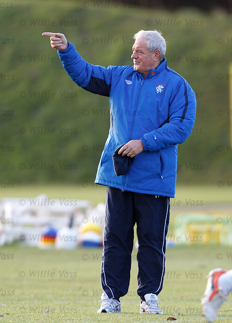 Walter Smith gesturing time up for the snappers