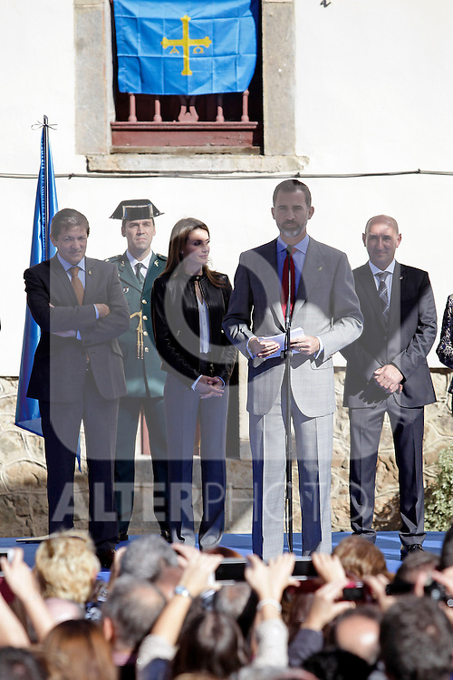 Prince Felipe of Spain gives a speech during his visit to the northern village of Teverga during the celebration of the 2013 Prince of Asturias Awards in Teverga, Spain. Teverga received the honorary mention of Exemplary Village in 2013. October 26, 2013..(ALTERPHOTOS/Victor Blanco)