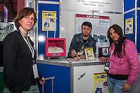 """SÃO PAULO, SP, 21.10.2014 -  8ª FEIRA DE TECNOLOGIA DO CENTRO PAULA SOUZA (FETEPS) - Alunos da FATEC de Garça exibem, na 8ª Feira de Tecnologia do Centro Paula Souza, o projeto denominado """"Cat Box"""", uma casinha para transportar gatos que tem como matéria prima a carcaça de monitores de computador, na tarde desta terça-feira (21), em São Paulo. Ao todo são 244 projetos desenvolvidos por estudantes das ETECs e FATECs do estado de São Paulo, 15 projetos desenvolvidos por alunos de outros países e mais 5 de outros estados do Brasil. (Foto: Taba Benedicto/ Brazil Photo Press)"""