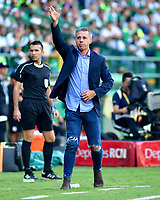 PALMIRA - COLOMBIA, 16-03-2019: Lucas Pusineri técnico del Cali gesticula durante partido por la fecha 10 de la Liga Águila I 2019 entre Deportivo Cali y América de Cali jugado en el estadio Deportivo Cali de la ciudad de Palmira. / Lucas Pusineri coach of Cali gestures during match for the date 10 as part Aguila League I 2019 between Deportivo Cali and America de Cali played at Deportivo Cali stadium in Palmira city.  Photo: VizzorImage / Nelson Rios / Cont