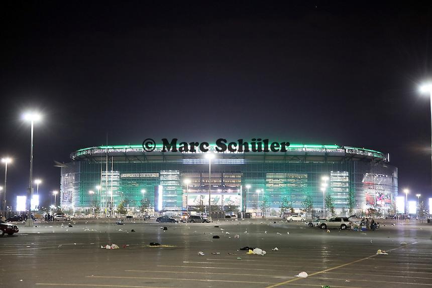 MetLife Stadium erleuchtet im Grün der New York Jets