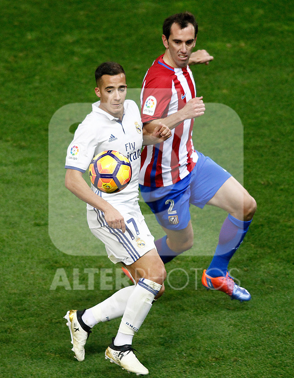 Atletico de Madrid's Diego Godin (r) and Real Madrid's Lucas Vazquez during La Liga match. November 19,2016. (ALTERPHOTOS/Acero)