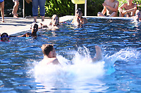 Sieger 12-18J. Nicolas Loderer mit Rückwärtssalto beim Arschbombenwettbewerb - Mörfelden-Walldorf 28.06.2019: 6. School's Out for the Summer Party