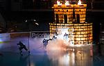 Stockholm 2014-09-11 Ishockey Hockeyallsvenskan AIK - S&ouml;dert&auml;lje SK :  <br /> AIK:s spelare under ett intro innan matchen<br /> (Foto: Kenta J&ouml;nsson) Nyckelord:  AIK Gnaget Hockeyallsvenskan Allsvenskan Hovet Johanneshovs Isstadion S&ouml;dert&auml;lje SK SSK genre intro