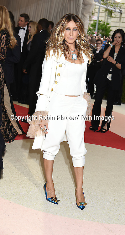 Sarah Jessica Parker attends the Metropolitan Museum of Art Costume Institute Benefit Gala on May 2, 2016 in New York, New York, USA. The show is Manus x Machina: Fashion in an Age of Technology. <br /> <br /> photo by Robin Platzer/Twin Images<br />  <br /> phone number 212-935-0770