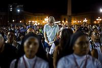 Vaticano,7 Settembre, 2013. fedeli in preghiera in piazza San Pietro