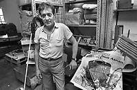 - Carrara, Goliardo Fiaschi, anarchico storico, nella cooperativa tipolitografica anarchica (1986)<br /> <br /> - Carrara, Goliardo Fiaschi, historical anarchist, in the anarchist cooperative lithography workshop (1986)