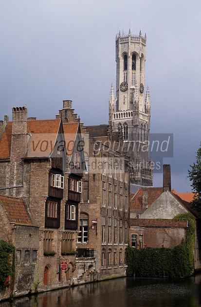 Europe/Belgique/Flandre/Flandre Occidentale/Bruges : Le canal et le beffroi (XIII°)