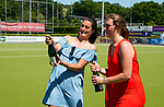 NIJMEGEN -  Moeders met champagne,   na   de tweede play-off wedstrijd dames, Nijmegen-Huizen (1-4), voor promotie naar de hoofdklasse.. Huizen promoveert naar de hoofdklasse.  COPYRIGHT KOEN SUYK