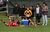 Jocephy Daniels of Manurewa beats the tackle of Aleasha Brider of Papakura to score a try. Premier Women's Rugby League, Papakura Sisters v Manurewa Wahine, Prince Edward Park, Auckland, Sunday 13th August 2017. Photo: Simon Watts / www.phototek.nz
