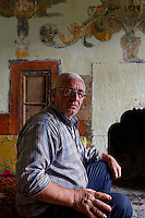 Portrait of Atilla Guneri, mayor of the village of Senyuva, 63 years old, posing in the drawing room of a painted house from the 19th century. ///Portrait d'Atilla Guneri, maire du village de Senyuva, 63 ans qui pose dans la pièce de réception d'une maison peinte du 19 éme siècle.
