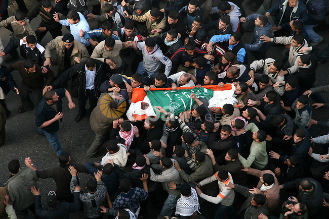 Palestinian mourners carry the body of top Hamas official Said Siam during his funeral in Gaza City, Friday, Jan. 16, 2009. Siam was killed in an Israeli airstrike on Thursday. Some 1,100 Palestinians have been killed since the war began on Dec. 27, including 346 children, according to U.N. figures. Thirteen Israelis have been killed, four by rocket fire.APAIMAGES PHOTO / Ashraf Amra
